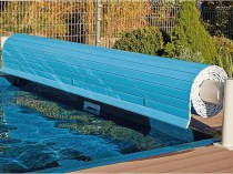 Swimming pool cover with remote control